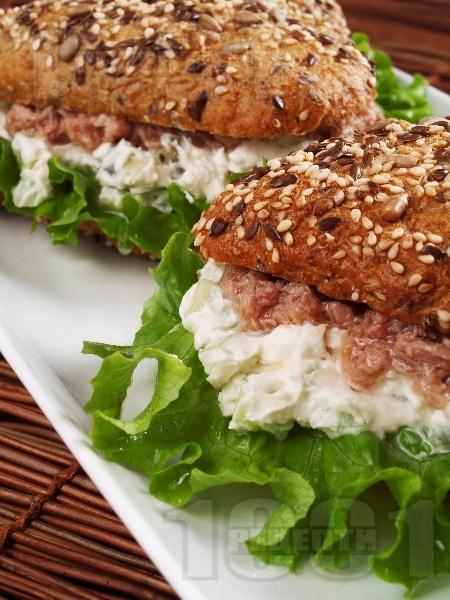 Сандвичи с риба тон, сирене Крема и каперси - снимка на рецептата